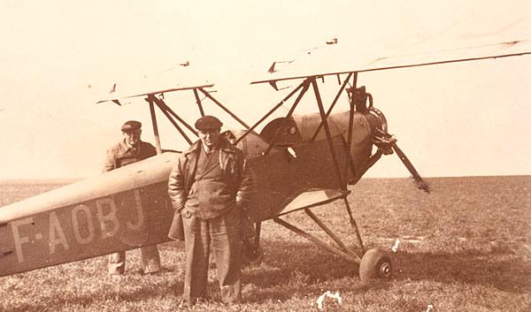Le Potez 60 F-AOBJ sur le terrain de Meaux-Esbly. Cet appareil servira également à la formation des pilotes républicains espagnols. (Coll. ACDF)