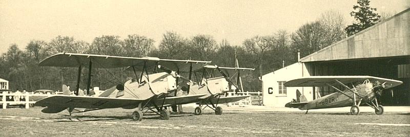 Le terrain de Meaux-Esbly au début des années 1950, avec 2 Stampeet en arrière plan le Morane-Saulnier MS 315 immatriculé F-BBZ (Coll. ACDF)