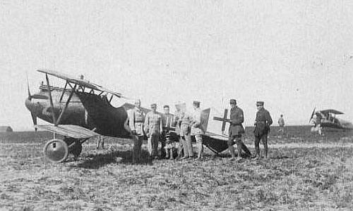 Albatros D V posé par erreur à Charmentray – juin 1918 (site A. Denis)