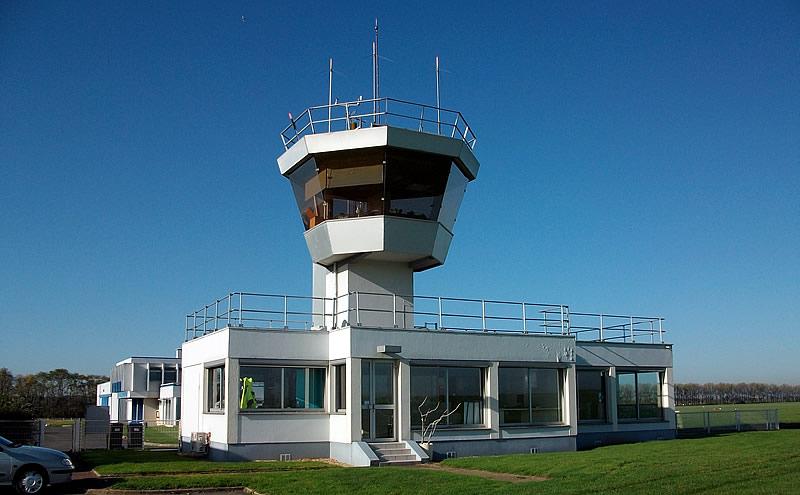 La tour de contrôle du terrain de Meaux-Esbly de nos jours. (Coll. A. Graton -2012)